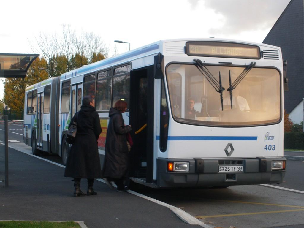 Présentation des bus 403%20Renault%20PR180.2%20-%2010%20novembre%202010%20(H%C3%B4pital%20Trousseau,%20Chambray-l%C3%A8s-Tours)%20(3)