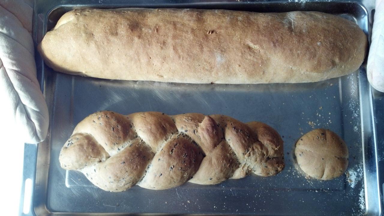 梅酒漬果乾麵包 & 黑芝麻辮子麵包