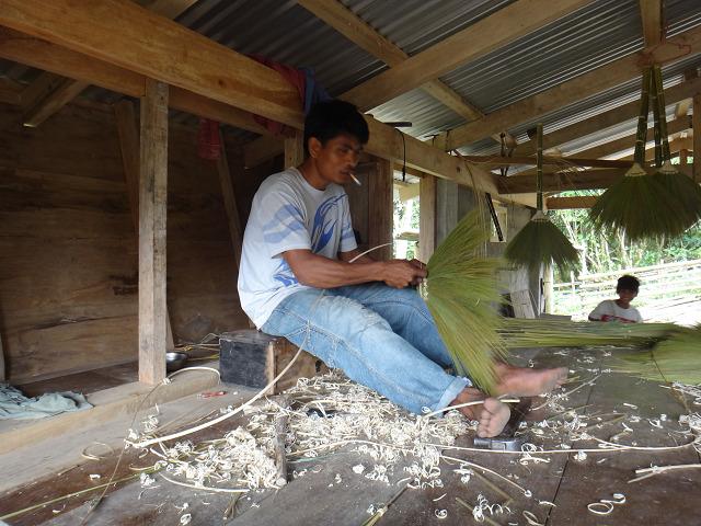 小屋で内職